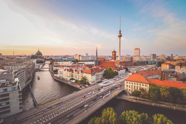 Essen bestellen in Berlin: So funktioniert es [7 Anbieter]