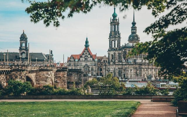 Lieferdienst Dresden: 9 praktische Lieferservices für die sächsische Hauptstadt